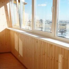 """Дешевая отделка балкона """"эконом"""" в москве."""